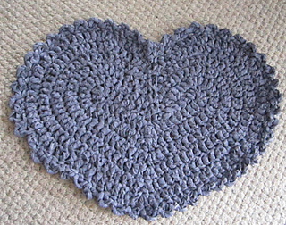 Heart Rag Rug pattern by Kelli J. Bryan