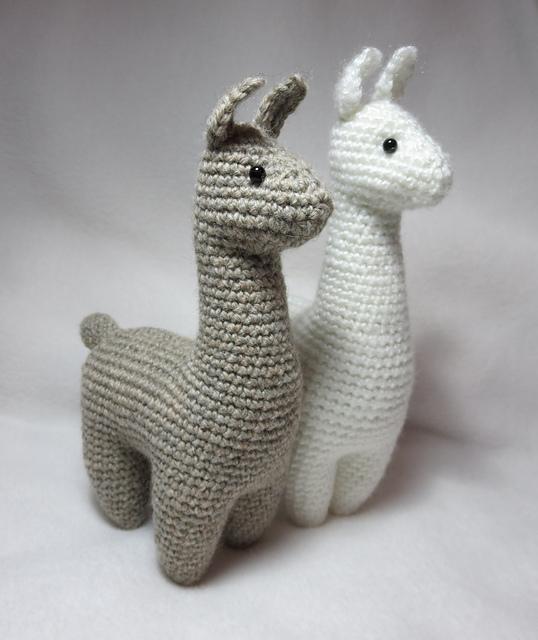 Astrid the Alpaca Amigurumi Crochet Pattern - English, Dutch, German | 640x538