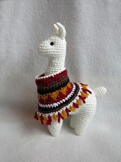 Crochet Llama Pattern - thefriendlyredfox.com | 320x240
