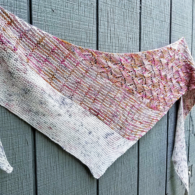 a mauve and grey knitted shawl with a slipped stitch design