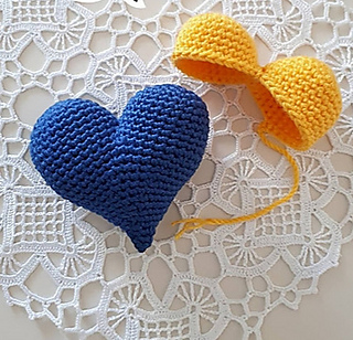Mini Amigurumi Heart Pattern - Grace and Yarn | 308x320