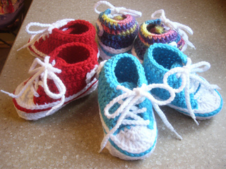 Ravelry: Baby Converse pattern by Suzanne Resaul