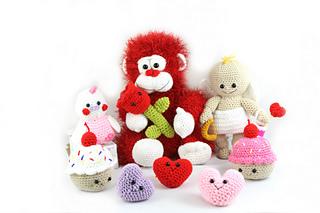 Valentine's Day Cat crochet pattern - Amigurumi Today | 213x320