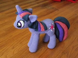 Ravelry: My Little Pony pattern by Leyla Stormrage | 238x320