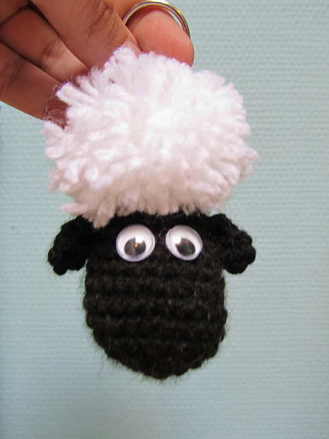 Sheep keychain – free crochet pattern | Crochet sheep, Crochet ... | 640x480