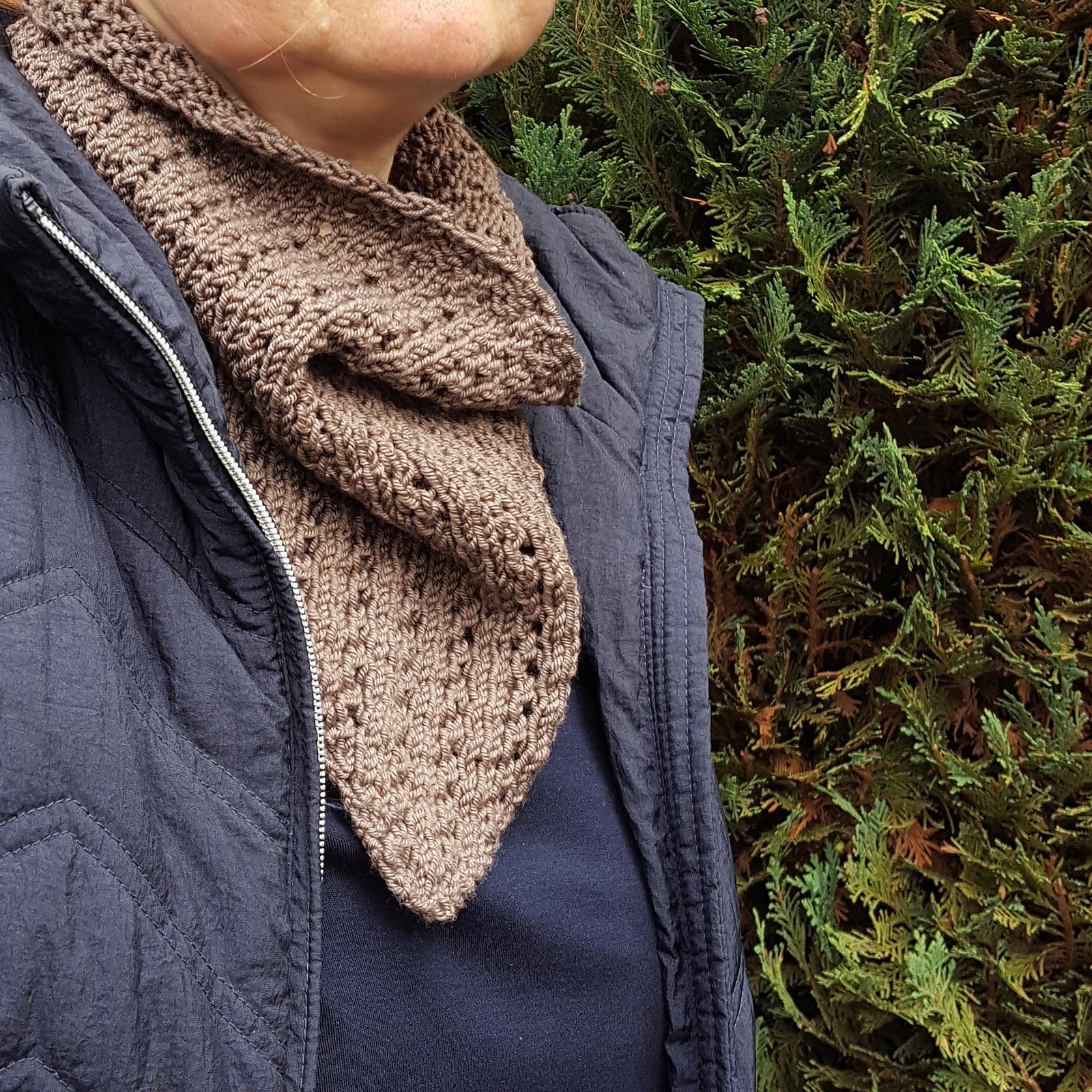 knitted bandana cowl  pattern using DK weight yarn.